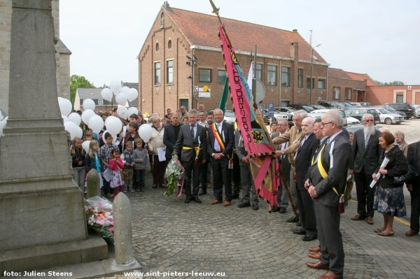 2015-05-10-herdenking-slachtoffers-WOII__Vlezenbeek_Sint-Pieters-Leeuw