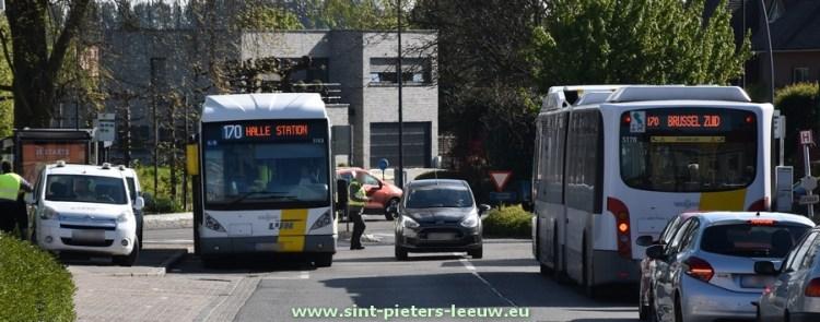 2017-04-26-standaard-controleactie_De-Lijn_bus_170