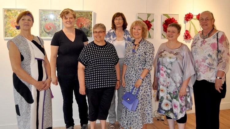 De dames van expo Verhalende Draden in Sint-Pieters-Leeuw