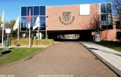 2020-03-25-gemeentehuis_Sint-Pieters-Leeuw__witte-vlag_helden-van-de-zorg