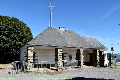 2020-08-21-toren wachthuisje kerkhof Vlezenbeek