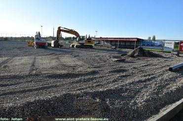 2020-11-06-aanleg-kunstgrasveld_Leeuw-Brucom (1)