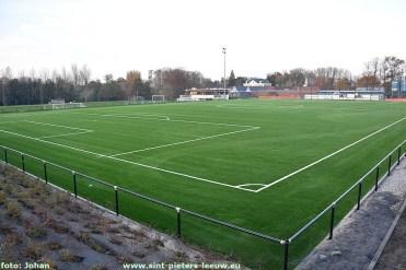 2020-11-07-kunstgrasveld_SK-vlezenbeek (1)