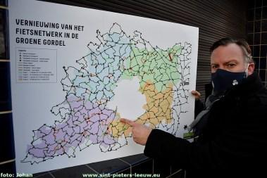 2021-02-11-nieuwe-bewegwijzering_fietsnetwerk _Groene-Gordel_03_Gedeputeerde_Gunther-coppens