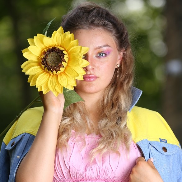Aimee Broom Faces
