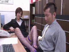 痴女攻めが大好きなショートカット美女が同僚に襲い掛かりおまんこの快感に絶頂してる潮吹き抜ける動画