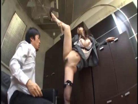 ポルノ女優の水嶋あずみが巨乳で美尻に美脚の完璧軟体ボディで淫乱セックスしてる潮吹き抜ける動画無料
