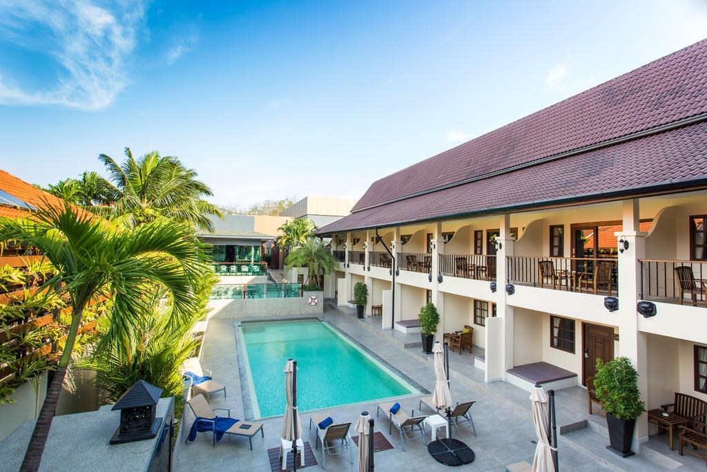penginapan di phuket