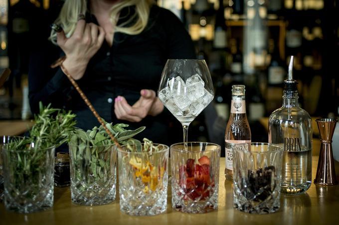 gin tonic, Tina Pirnat