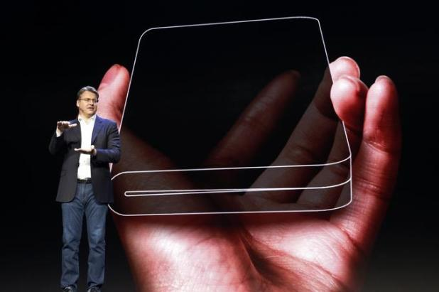 Justin Denison, one of the directors in Samsun, said the flexible display is extremely thin and durable against possible damage due to bumps and bending.