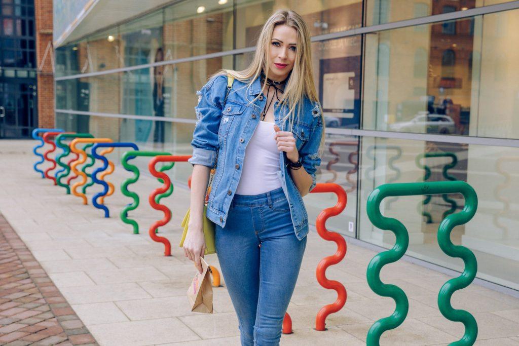Siostry ADiHD jeansowa stylizacja