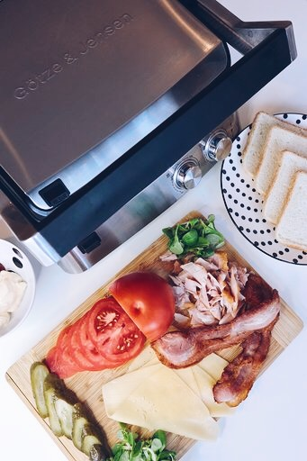 5 pomysłów na tosty z grilla z kurczakiem