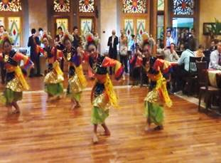 Picture.3 Indonesian traditional dance in banquet