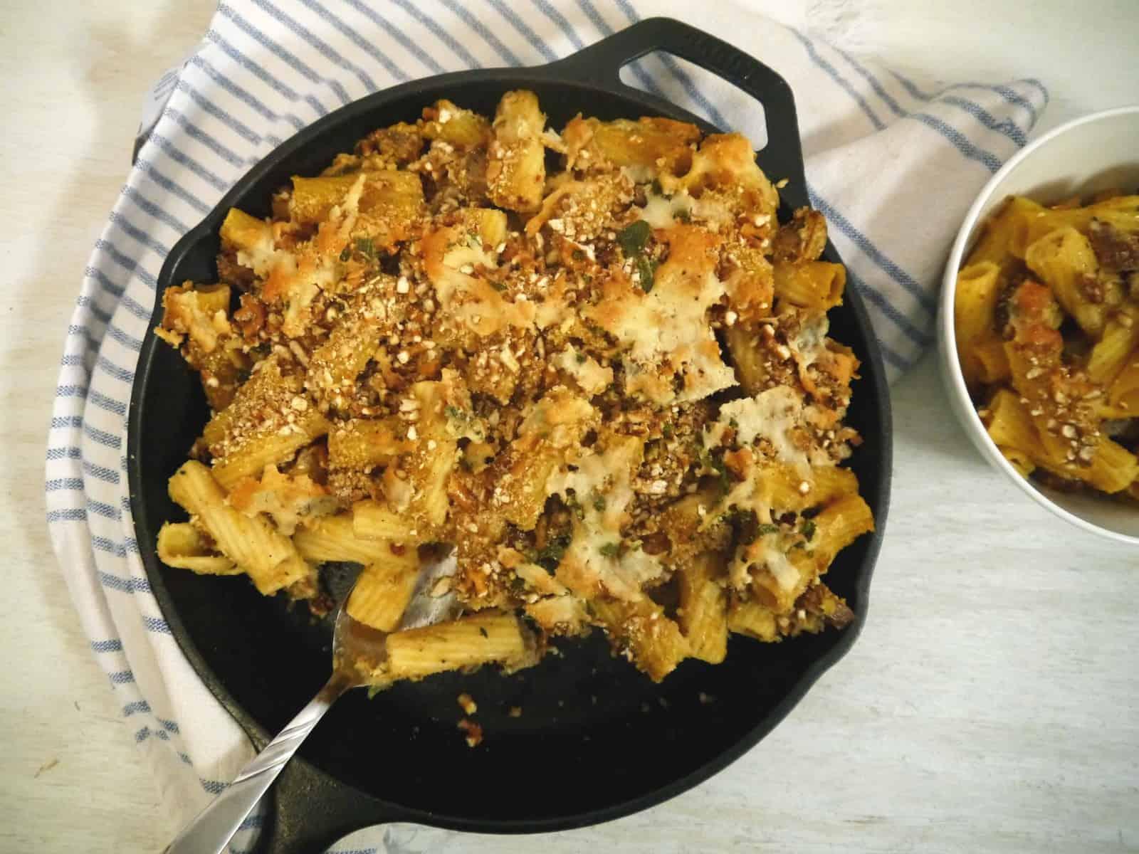 Pumpkin Sage Mac & Cheese with Grilled Bratwurst