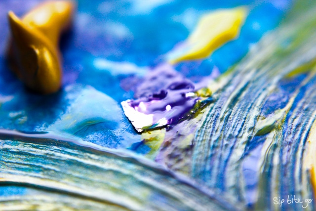 Easy step-by-step abstract art DIY tutorial with acrylics for beginners via sipbitego.com #diy
