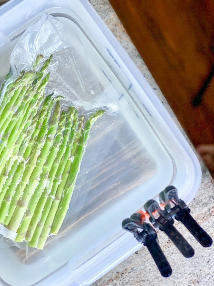 thick green asparagus sous vide cooking