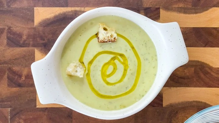 simple zucchini soup with olive oil and croutons
