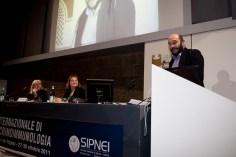 """Salvatore Colazzo, professore di pedagogia sperimentale, Lecce, presenta la sua comunicazione su """"Intelligenza musicale e stress"""""""