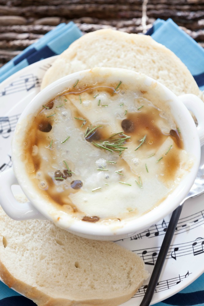 03d0c-healthy-slow-cooker-french-onion-soup-2759