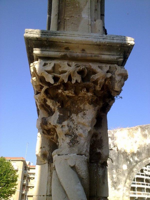Chiesa di San Giovanni a Siracusa; un capitello