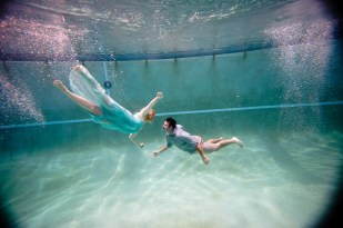 Underwater Hair and Makeup by Salon Tease with Photography by Luminarie foto