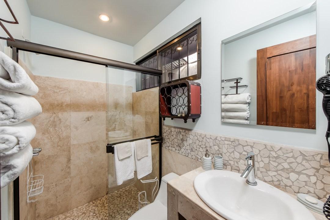 Travel Suite bath