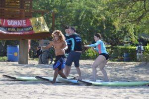surf-lesson-group