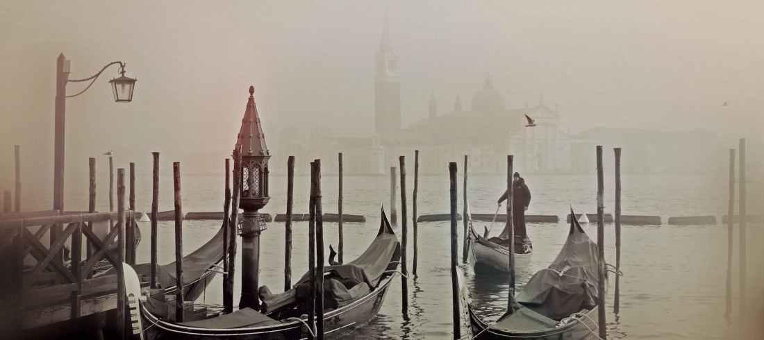 city romantic building fog