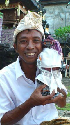 Wayan Sena con Sirimiri