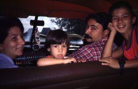 Manule, el taxista y su familia