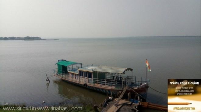 Friday-Foto-Fiction-Boat-Sea-sirimiri