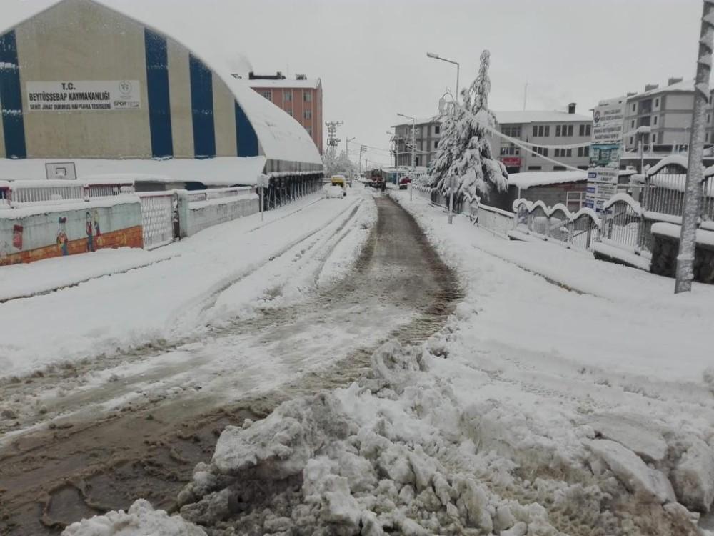 Şırnak'ta kar kenti beyaza bürüdü