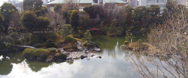 両国刀剣博物館屋上から見た旧安田庭園