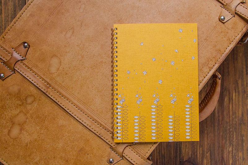こだわりのリングノート。私だけのオリジナルデザインノート。たびだち・白。
