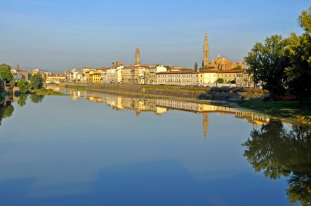 図1 フィレンツェ、アルノ川 (Photo by Dennis Javis, Italy−1060−Reflections of Florence)