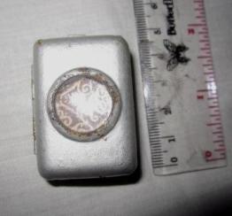 Al Quran kecil dalam kotak logam