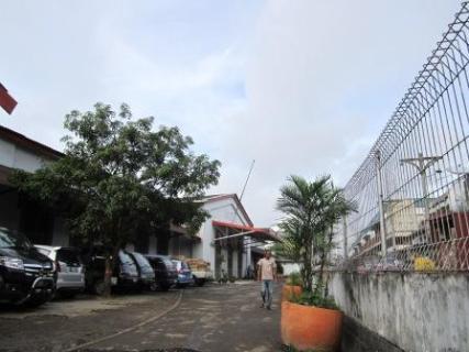 Stasiun bag depan kanan