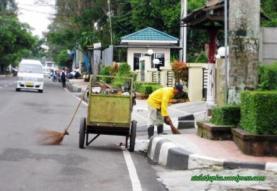 Tukang sampah1