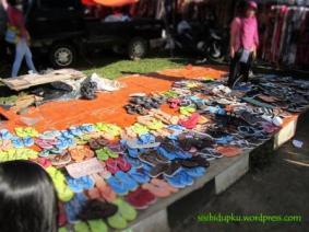 Sila pilih sandal yg ccocok
