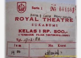 Ini potongan karcis bioskop Royal yang masih saya simpan hingga kini.