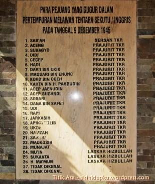 Relief daftar 28 pejuang yang gugur.