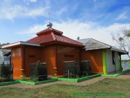 Masjid Alam Blacan dari samping.