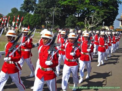 Pasukan pengawal Paskibra.