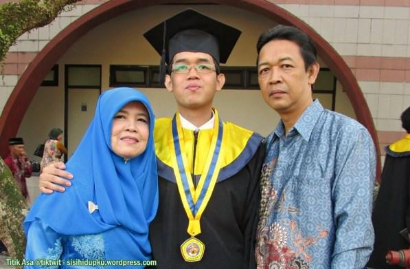 Saya, istri dan anak saya...