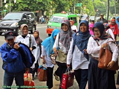 Menyusuri jalanan kota Bogor.