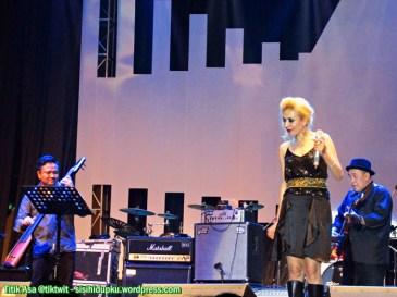 Syaharani on stage_1