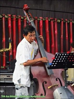 Etawa Jazz, pemain contra-bass ini keren
