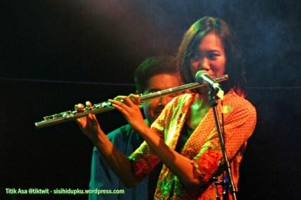 Pemain flute Lantun Orchestra.