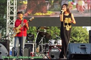 Hazelnut Band.