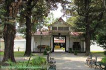 Banyak pintu gerbang seperti ini di Keraton Yogyakarta.